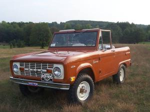 Ford Bronco photo c/o bringatrailer.com