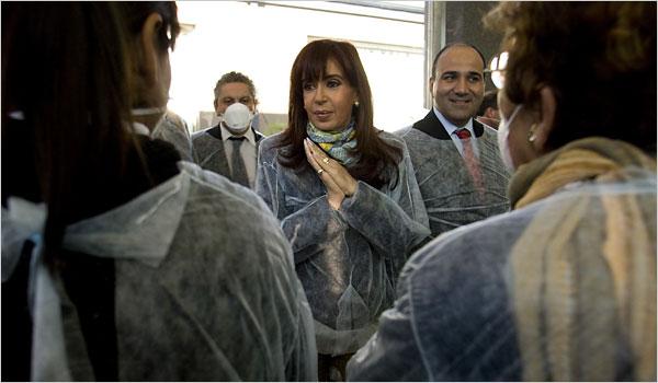 President of Argentina Cristina Fernandez de Kirchner with Health Minister Dr. Juan Manzur, right. Photo c/o Enrique Marcarian/Reuters