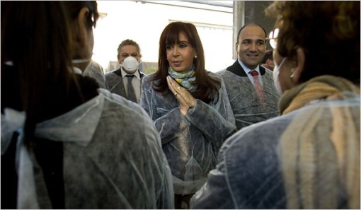 President of Argentina Cristina Fernandez de Kirchner with Health Minister Dr. Juan Manzur, right. Photo c/o Enrique Marcarian/Reuters