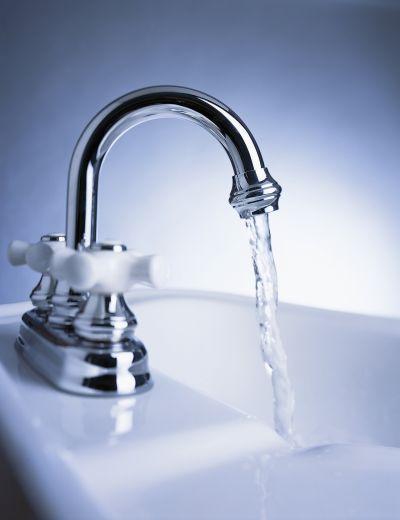 http://preparednesspro.files.wordpress.com/2009/08/water-storage-myths-tap-water.jpg