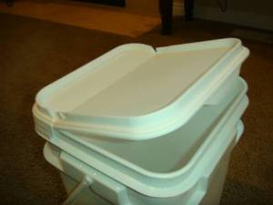 4 Gallon Square Bucket with Flip Top Lid